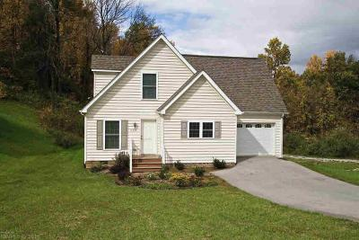 Christiansburg Single Family Home For Sale: 930 Crosscreek Drive