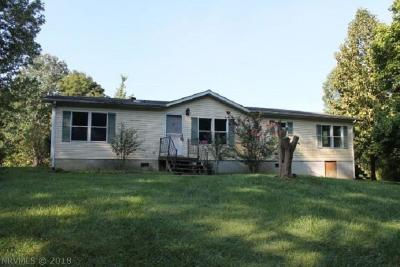 Christiansburg Single Family Home For Sale: 4780 Prices Fork Road