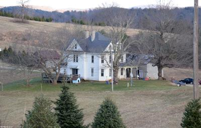 Floyd County Single Family Home For Sale: 2876 W Webbs Mill Road