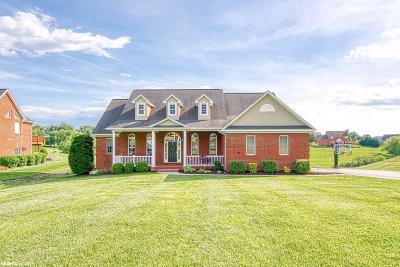 Christiansburg Single Family Home For Sale: 2081 Peakland Way