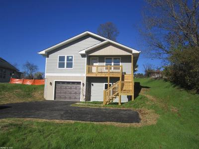 Christiansburg Single Family Home For Sale: 1060 Montgomery Street