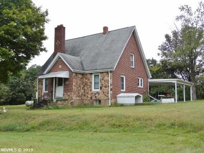 Giles County Single Family Home For Sale: 227 Thompson Lane