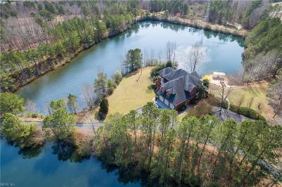 Suffolk Single Family Home For Sale: 689 Lake Meade Dr
