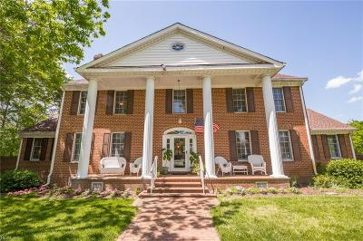 Chesapeake Single Family Home For Sale: 3076 Stratford Ct