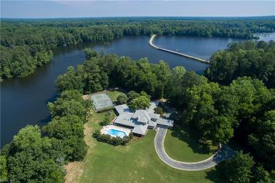 Suffolk Single Family Home For Sale: 100 Moonlight Pt