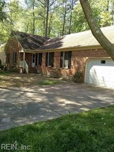 Poquoson Single Family Home For Sale: 20 Thomas Dr