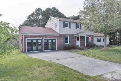 Poquoson Single Family Home For Sale: 305 Hunts Neck Rd