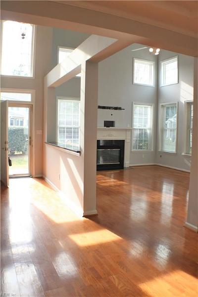 Newport News Single Family Home New Listing: 305 Hillside Ter