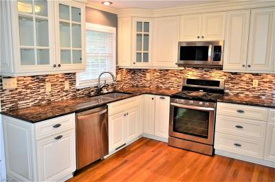 Newport News Single Family Home New Listing: 727 Village Green Pw