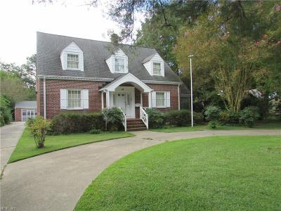 Newport News Single Family Home New Listing: 10 Cedar Ln