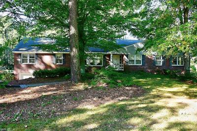 Virginia Beach Single Family Home For Sale: 921 Bobolink Dr