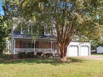 Poquoson Single Family Home For Sale: 12 Hunt Wood Dr