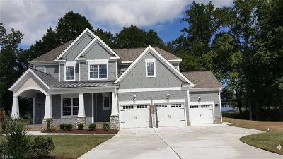 Suffolk Single Family Home For Sale: 3438 Raintree Cir