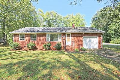 York County Single Family Home For Sale: 2705 Hampton Hwy