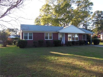 Isle of Wight County Single Family Home For Sale: 327 Jordan Dr