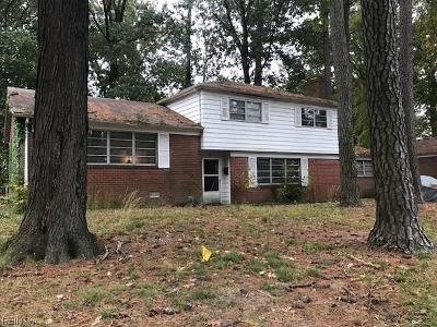 Hampton Single Family Home For Sale: 11 Balmoral Dr