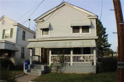 Suffolk Single Family Home For Sale: 704 Adams St