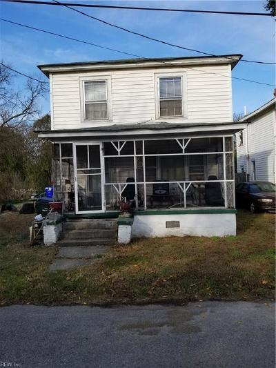 Suffolk Single Family Home For Sale: 212 Knight St