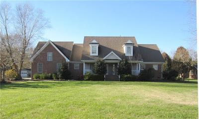 Chesapeake Single Family Home For Sale: 2152 Hickory Forest Dr