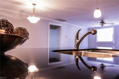 Hampton Single Family Home New Listing: 1402 Brackin Ct