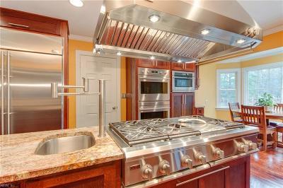 Virginia Beach Single Family Home For Sale: 4068 Bridgehampton Ln