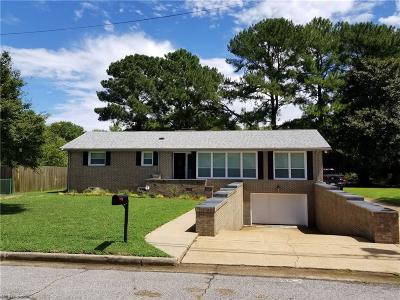 Portsmouth Single Family Home For Sale: 403 Holloway Dr
