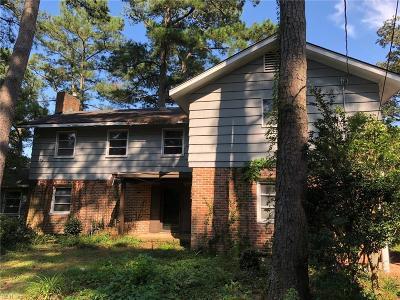 Virginia Beach Single Family Home For Sale: 1539 McCullough Ln