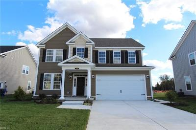 Suffolk Single Family Home For Sale: 104 Farrand Dr