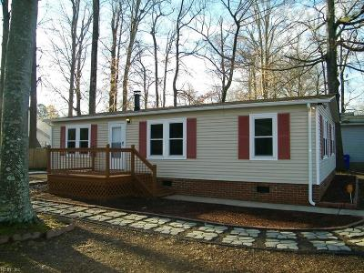 Suffolk Single Family Home For Sale: 292 Burnetts Way