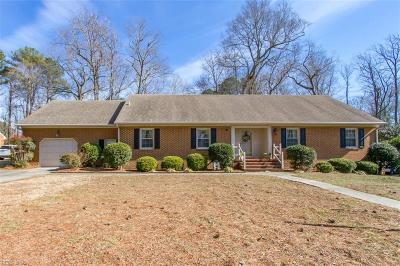 Suffolk Single Family Home For Sale: 1216 Peachtree Dr