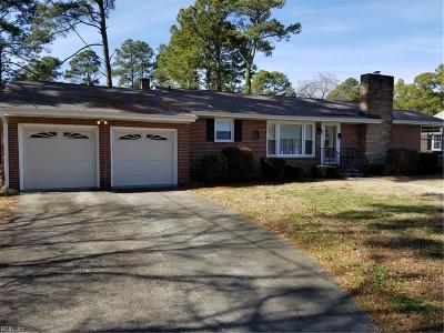 Suffolk Single Family Home For Sale: 705 E Riverview Dr