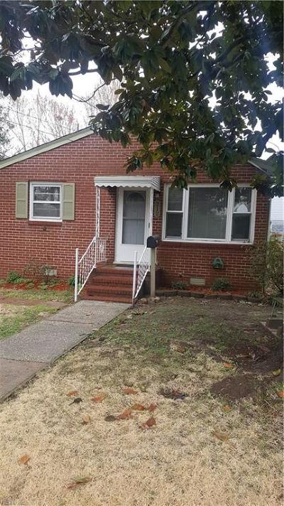 Hampton Single Family Home Under Contract: 212 Pilot Ave