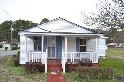 Suffolk Single Family Home For Sale: 832 Battery Ave