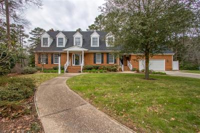 Suffolk Single Family Home For Sale: 119 Northgate Ln