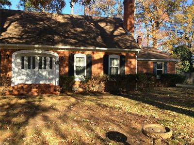 Chesapeake Single Family Home For Sale: 345 Briarfield Dr