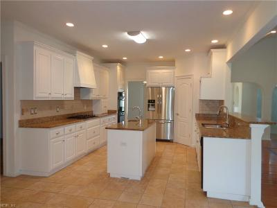 Suffolk Single Family Home For Sale: 125 Pelican Rch