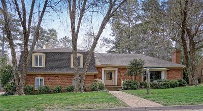Suffolk Single Family Home For Sale: 600 Dumville Ave