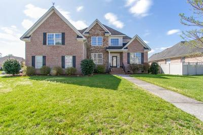 Chesapeake Single Family Home For Sale: 816 Redleafe Cir