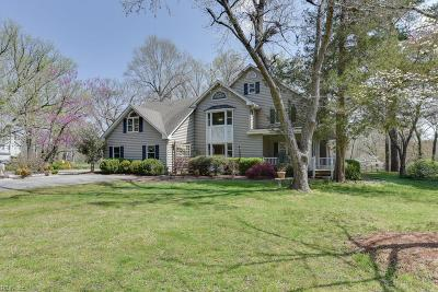Suffolk Single Family Home For Sale: 1832 Pitchkettle Rd