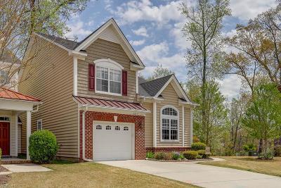 Suffolk Single Family Home New Listing: 4015 Burr Oak Pl