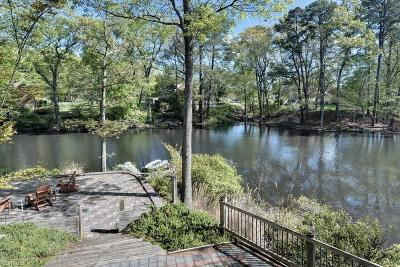 Newport News Single Family Home For Sale: 212 Captains Ln