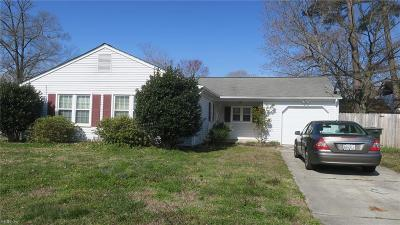 Hampton Single Family Home New Listing: 8 Lake Walk Xing