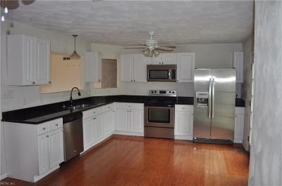 Virginia Beach Single Family Home New Listing: 828 Holly Hedge Ave