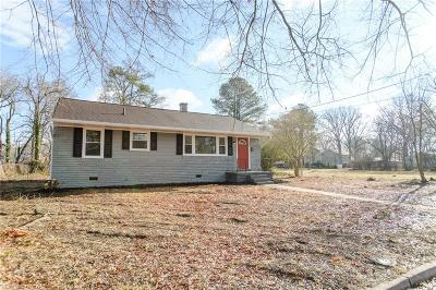 Hampton Single Family Home New Listing: 205 Twin Oaks Dr