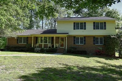 Suffolk Single Family Home For Sale: 2908 Greenwood Cir