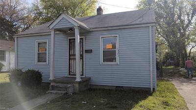 Single Family Home Sold: 1421 Des Moines Ave