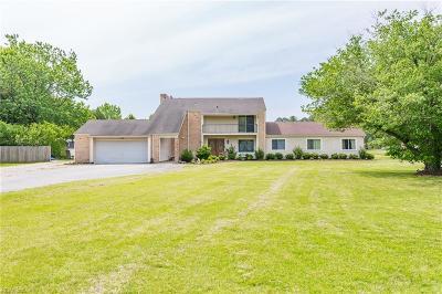 Chesapeake Single Family Home For Sale: 237 Saint Brides Rd E