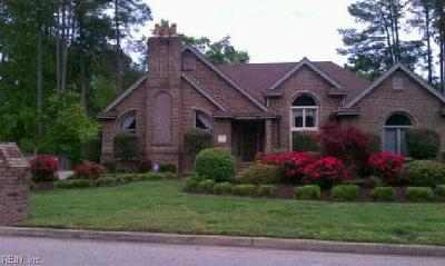 Chesapeake Single Family Home For Sale: 805 Forest Lakes Cir
