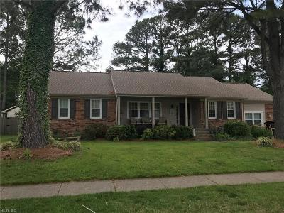 Virginia Beach Single Family Home For Sale: 561 Sterling Rd