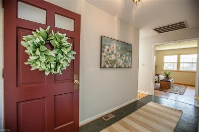 Hampton Single Family Home New Listing: 334 Castlewood Ct